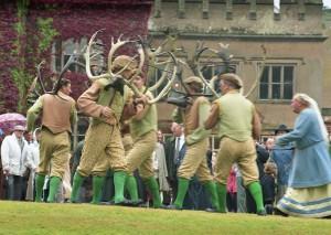 Horn Dancers: circle